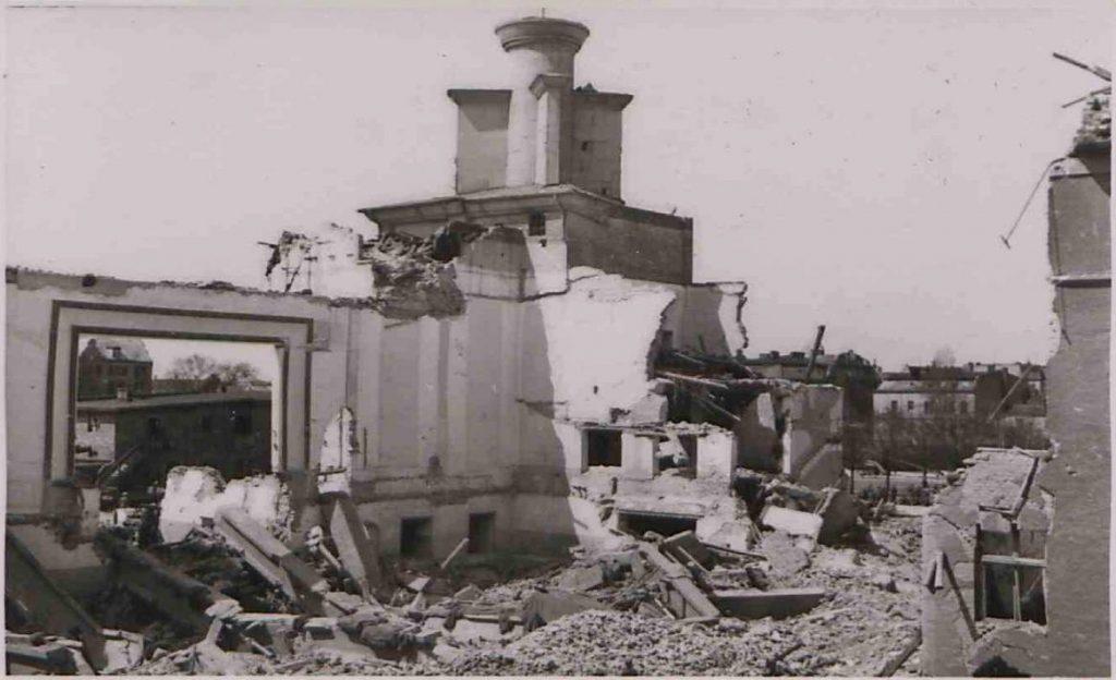 Fot. 2 Zniszczone zabudowania Restauracji Centralnej PWK. Źródło: I.Z. Dok. IV – 123.
