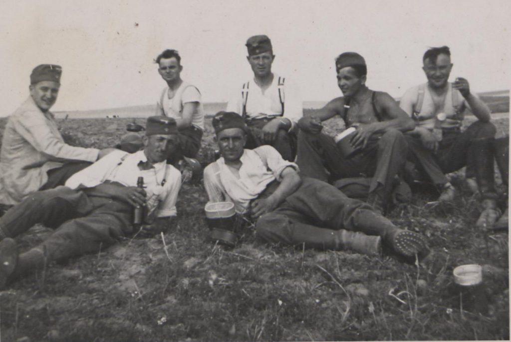 Fot. 2. Prusy Wschodnie. Żołnierze podczas odpoczynku. Źródło: I.Z.Dok. IV-163.