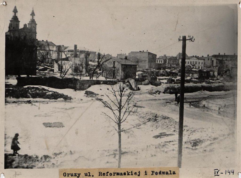 Fot. 4. Zbombardowane miasto. Źródło: I.Z. Dok. IV – 144.