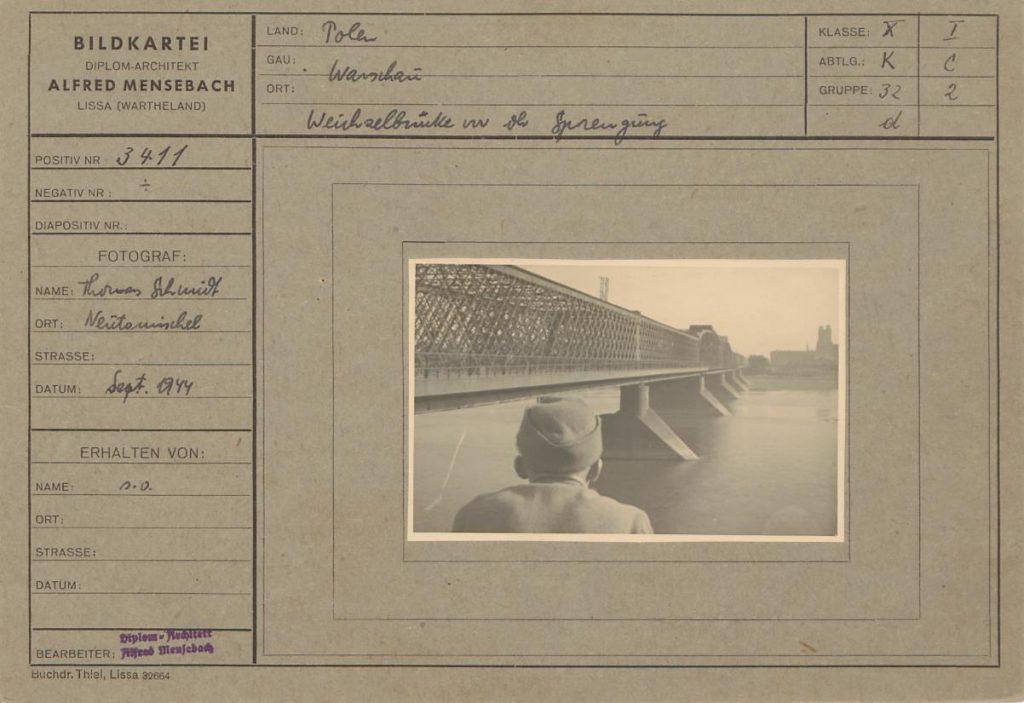 """Fot. 6. """"Most na Wiśle przed wysadzeniem"""". Zdjęcie mostu Kierbedzia wykonane przez T.Schmidta. Źródło: I.Z. Dok. IV-112."""
